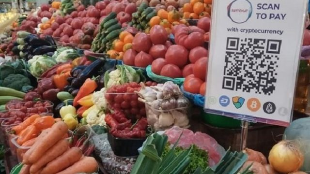 На Бессарабском рынке начали принимать криптовалюту