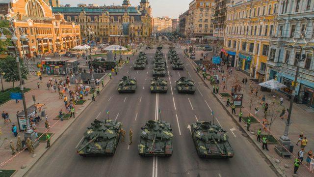 Украинские танкисты отмечают профессиональный праздник
