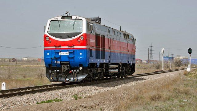 Машинистов УЗ научили управлять американскими локомотивами