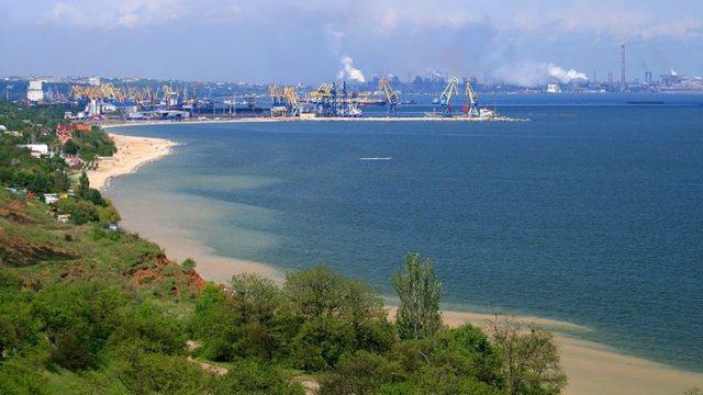 Мариупольский порт возобновляет контейнерные перевозки