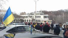 Активисты требуют отставки Авакова возле его дома