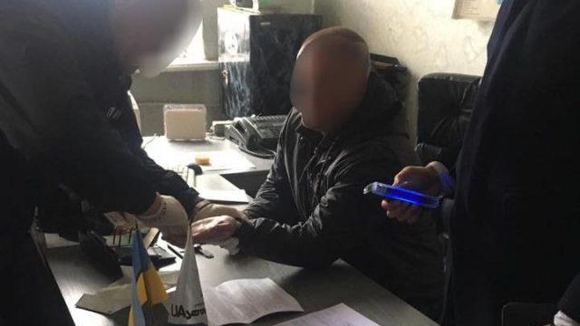 Чиновник полтавского Укринтеравтосервиса попался на взятке
