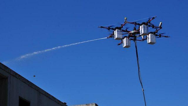 Латвийский стартап Aerones заменит мойщиков окон дронами
