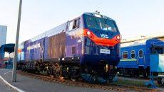 Первый локомотив из США выходит на пути