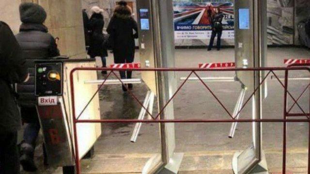 Новые турникеты в столичном метро уже закрыли