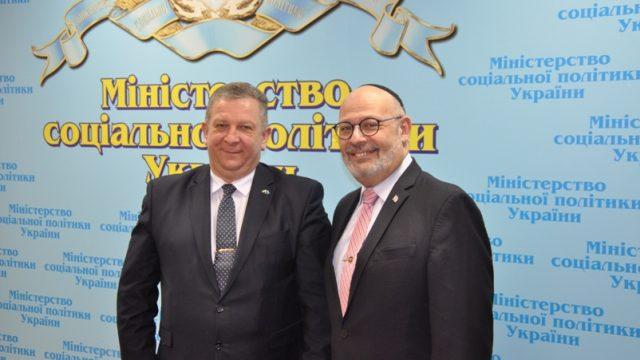 Министр Андрей Рева и посол Израиля Лион Джоэл провели деловую встречу