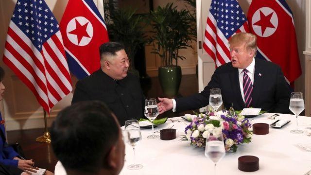 Трамп и Ким Чен Ынпообедали и разъехались