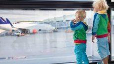 Кабмин изменил правила выезда детей за границу