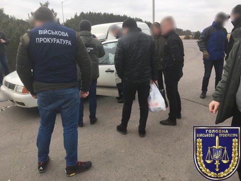 Один из командиров ВЧ в Ровно попался на взятке
