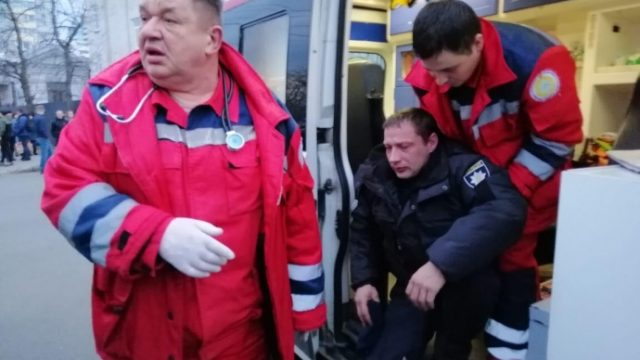 Более десятка правоохранителей пострадали сегодня во время акций протеста