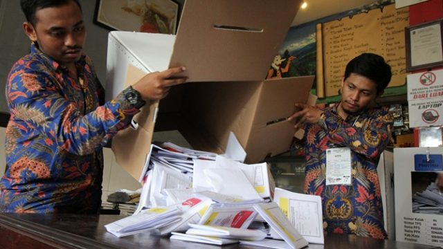 В Индонезии умерли 300 сотрудников избирательных комиссий
