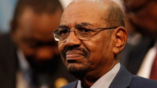 Президент Судана Омар аль-Башир ушел в отставку