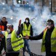 В Париже полиция применила слезоточивый газ против