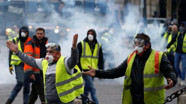 В Париже массовые протесты