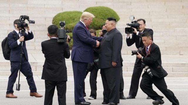 Трамп первым из американских президентов посетил КНДР