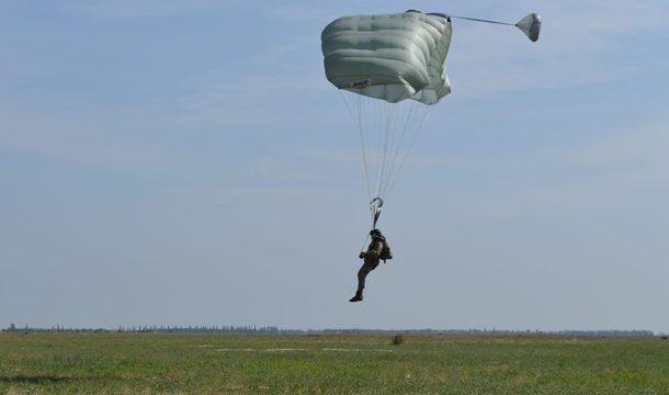 Украина переходит на американские парашюты