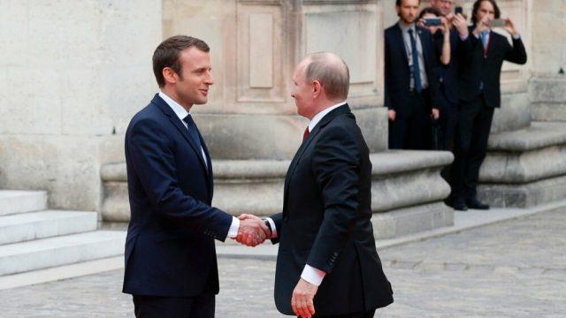 Макрон рассчитывает обсудить в пятницу с Путиным Украину