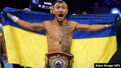 Украинский боксер Ломаченко выиграл чемпионский титул