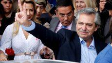 Оппозиционный кандидат вышел в лидеры на выборах президента Аргентины