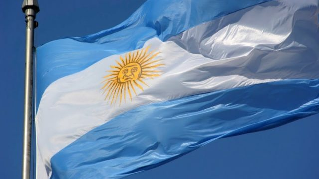Аргентина ужесточила валютный контроль