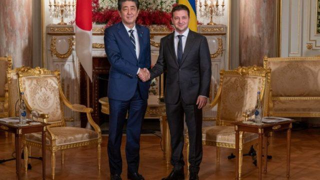 Зеленский встретился с Премьер-министром Японии Синдзо Абэ