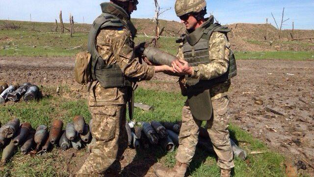 Пиротехники на Днепропетровщине уничтожили 37 боеприпасов