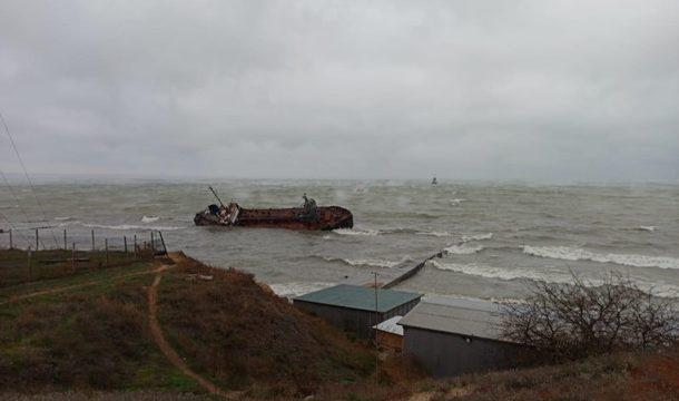 АМПУ озвучила, когда снимет с мели перевернувшийся в Одессе танкер