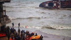 В Одессе с перевернувшегося танкера спасли экипаж