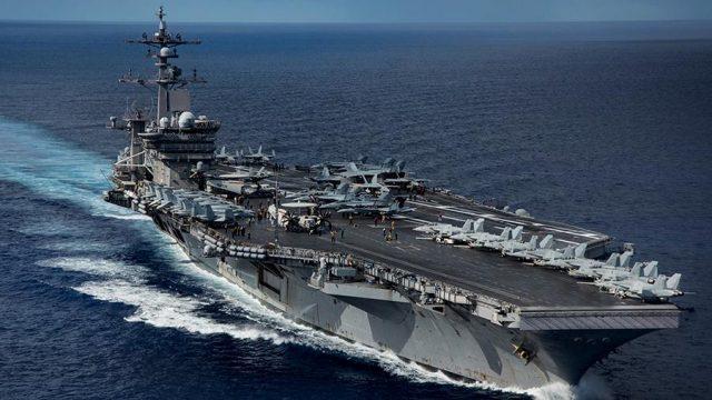 Авианосец ВМС США запросил срочную помощь