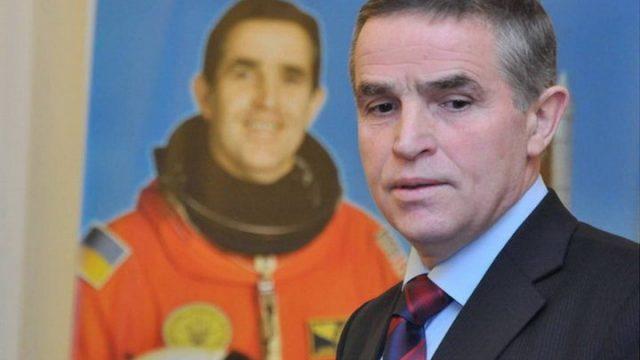 Зеленский пообещал за счет государства поставить памятник космонавту Каденюку