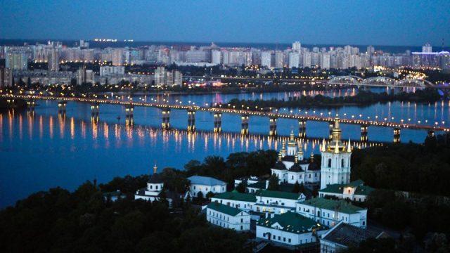 На мосту Патона в Киеве с 10 февраля ограничат движение транспорта