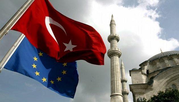 ЕС сократил финансовую помощь Турции