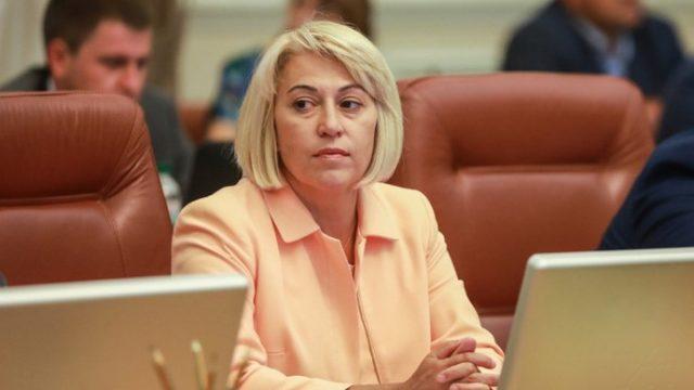 Рада уволила министра развития громад и территорий Алену Бабак