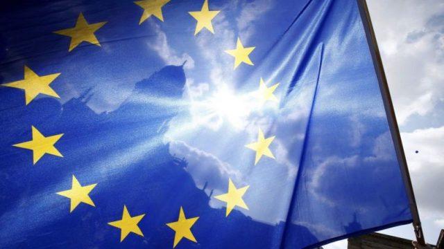 В ЕС в экстренном порядке вернулись 350 тыс. граждан