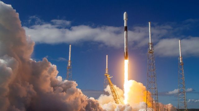 SpaceX вывела на орбиту еще 60 спутников