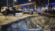 Возле ТРЦ Ocean Plaza начали восстанавливать дорожное покрытие