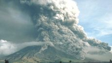 На Филиппинах эвакуируют людей