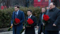 Зеленский возложил цветы к памятникам Шевченко и Грушевского