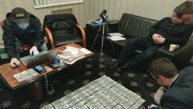 Чиновник Госрезерва попался на взятке