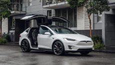 Tesla отозвала автомобили из-за проблем с усилителем руля