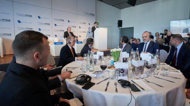 Зеленский позвал иностранный бизнес на Донбасс