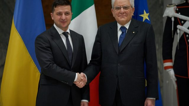 Зеленский обсудил с Конте возвращение в Украину нацгвардейца Маркива