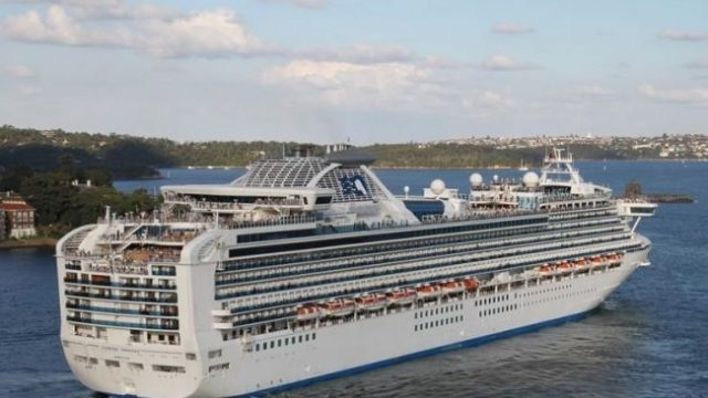 На круизном лайнере Diamond Princess обнаружен коронавирус у 61 человека