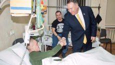Помпео посетил в госпитале военных