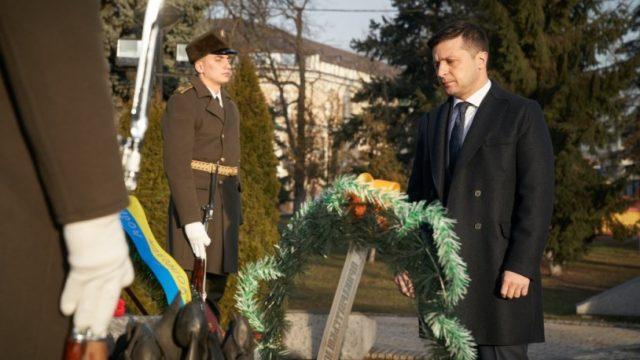 Зеленский почтил память воинов-афганцев