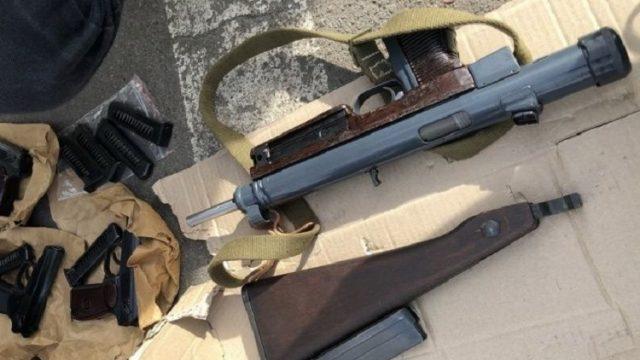 В Киеве СБУ разоблачила группировку торговцев оружием