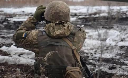 На Донбассе погиб боец ВСУ из-за обстрелов российскими вооружёнными формированиями