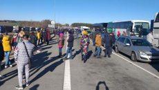 Украинцы возвращаются из Польши пешком