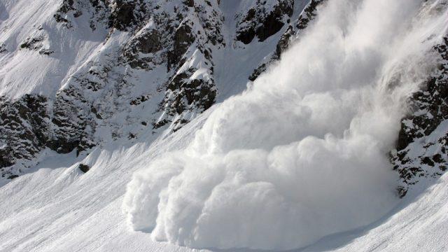 В Карпатах сохраняется угроза схода снежных лавин