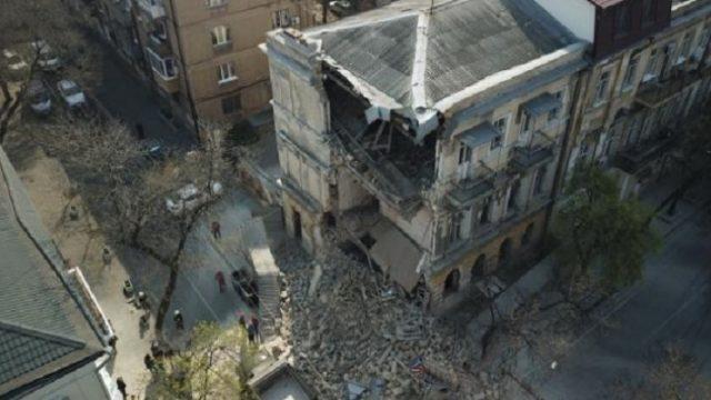 В центре Одессы рухнул старинный дом (ВИДЕО)